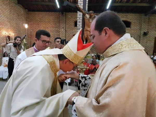Dom Edilson Nobre realiza ordenação sacerdotal do Diácono Lael Rubem