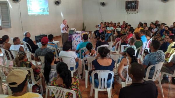 Mais 50 famílias assinam contratos de doação do loteamento Sagrada Família em Oeiras