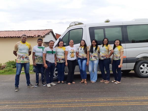 Professores, diretores e alunos da Efade IV Oeiras fazem visita na comunidade Salinas São Francisco.