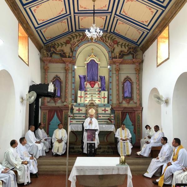 Dom Edílson Nobre preside missa dos Santos Óleos na Igreja Catedral de Oeiras- Piauí