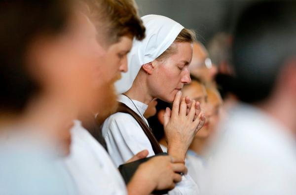 Mais de 3 mil freiras rezam pelo fim da pandemia e ajudam necessitados na Polônia