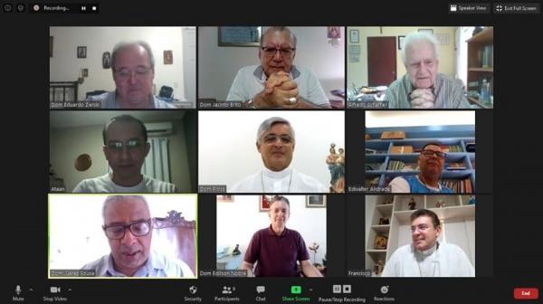 Bispos do Piauí realizam reunião por vídeo conferência.